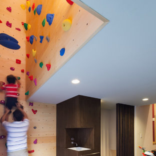 Home gym - modern home gym idea in Tokyo