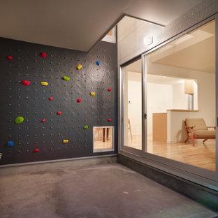 東京23区のコンテンポラリースタイルのクライミングウォールの画像 (グレーの壁、コンクリートの床、グレーの床)