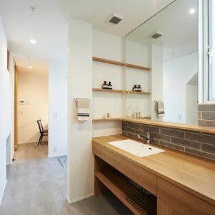 Foto di una lavanderia di medie dimensioni con pavimento in vinile, soffitto in carta da parati e carta da parati