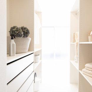 Idéer för ett modernt parallellt grovkök, med öppna hyllor, vita skåp, vita väggar, vinylgolv och beiget golv