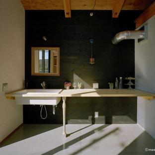 Inspiration för linjära beige tvättstugor, med öppna hyllor, beige skåp och svarta väggar