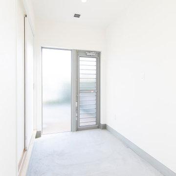 香川県高松市に建つ、「あそび心満載の平屋のお家」の物干し室