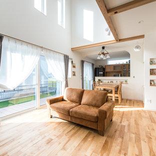 福岡の北欧スタイルのおしゃれなリビング (白い壁、淡色無垢フローリング、ベージュの床) の写真