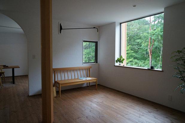 モダン リビングルーム by さくま建築設計事務所