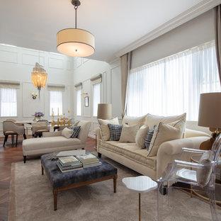 東京23区の大きいヴィクトリアン調のおしゃれなリビング (白い壁、据え置き型テレビ、茶色い床、濃色無垢フローリング) の写真