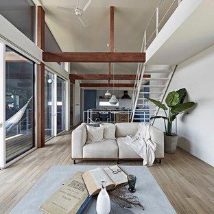 名古屋の北欧スタイルのおしゃれなLDK (白い壁、塗装フローリング、グレーの床) の写真