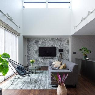 他の地域のアジアンスタイルのおしゃれなLDK (フォーマル、白い壁、濃色無垢フローリング、壁掛け型テレビ、茶色い床) の写真