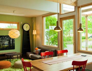 トーマス氏独特の色彩感覚でデザインされた、「ワンリビングスペース」をテーマとする北欧モダンの家