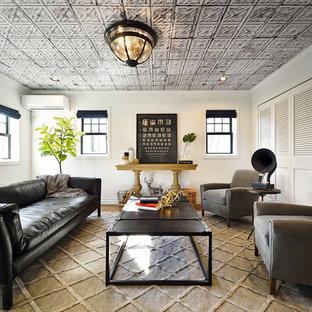 他の地域の中サイズのエクレクティックスタイルのおしゃれなLDK (白い壁、無垢フローリング、暖炉なし、テレビなし、ベージュの床) の写真