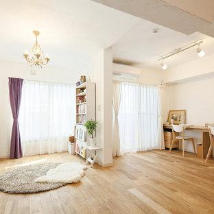 東京都下の北欧スタイルのおしゃれなLDK (白い壁、無垢フローリング、茶色い床) の写真