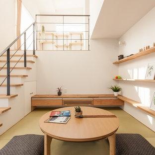 他の地域のアジアンスタイルのおしゃれなリビング (白い壁、畳、緑の床) の写真