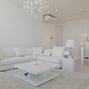 大阪のモダンスタイルのおしゃれなリビング (白い壁、白い床) の写真