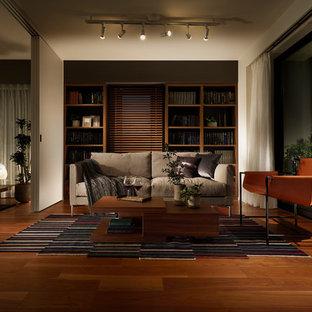 東京23区のコンテンポラリースタイルのおしゃれなリビング (白い壁、無垢フローリング、茶色い床) の写真