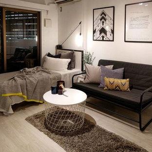 東京23区の小さいコンテンポラリースタイルのおしゃれなLDK (白い壁、塗装フローリング、ベージュの床) の写真