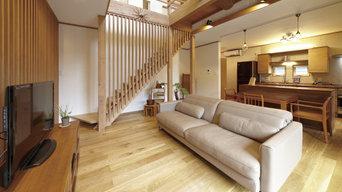 リビング階段の格子が、より開放的な空間を演出