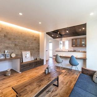 名古屋の北欧スタイルのおしゃれなLDK (白い壁、無垢フローリング、茶色い床) の写真