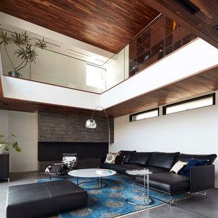 Foto de salón cerrado, minimalista, de tamaño medio, con paredes blancas y suelo de pizarra