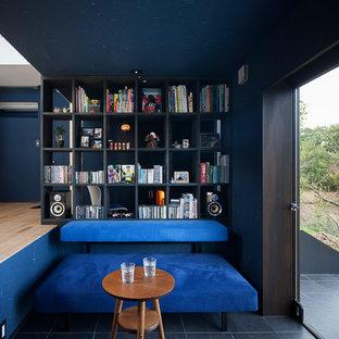 他の地域のコンテンポラリースタイルのおしゃれなLDK (青い壁、青い床) の写真