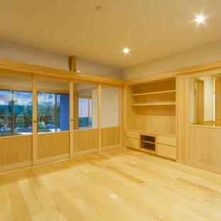 京都の大きい和風のおしゃれなLDK (フォーマル、ベージュの壁、淡色無垢フローリング) の写真