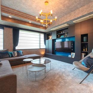 東京23区の中くらいのエクレクティックスタイルのおしゃれなLDK (フォーマル、ベージュの壁、カーペット敷き、暖炉なし、壁掛け型テレビ、ベージュの床) の写真