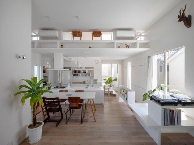 コンテンポラリー リビング・居間 by UME architects