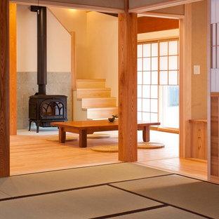 Immagine di un soggiorno etnico con pavimento in tatami e pavimento verde