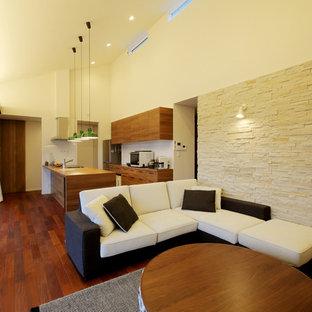 東京23区の中サイズのアジアンスタイルのおしゃれなLDK (茶色い床、白い壁、無垢フローリング) の写真