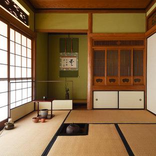 Esempio di un soggiorno etnico con pareti verdi, pavimento in tatami e pavimento marrone