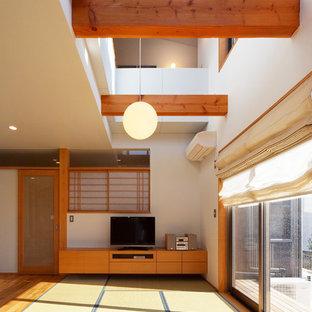 Idéer för orientaliska vardagsrum, med vita väggar och tatamigolv