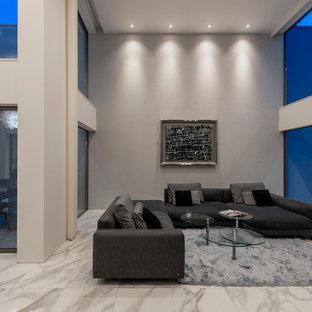 モダンスタイルのおしゃれなLDK (白い壁、暖炉なし、白い床) の写真