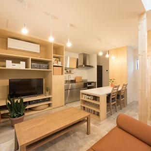 Modelo de salón abierto, de estilo zen, pequeño, con paredes blancas, televisor independiente y suelo gris