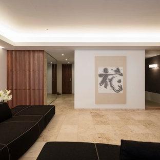 東京23区の和風のおしゃれなLDK (白い壁、大理石の床、ベージュの床、据え置き型テレビ) の写真