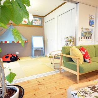 Ispirazione per un soggiorno scandinavo con pareti bianche, pavimento in tatami e nessun camino