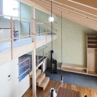 札幌のコンテンポラリースタイルのリビング・居間の画像 (ベージュの壁、無垢フローリング、薪ストーブ、LDK、ベージュの床)