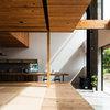 Houzzツアー:木と窓が際立つ、シンプルで心地よい《御殿場の家》