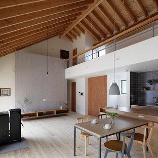 Idée De Décoration Pour Un Salon Nordique Avec Un Mur Blanc, Un Sol En Bois