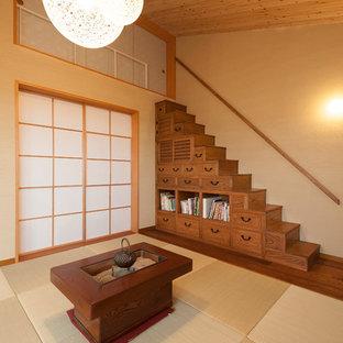 Foto di un soggiorno etnico aperto con pareti beige e pavimento in tatami
