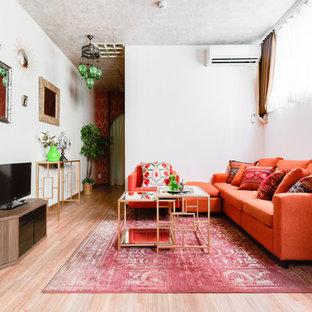 大阪のアジアンスタイルのおしゃれなLDK (フォーマル、白い壁、淡色無垢フローリング、据え置き型テレビ、ベージュの床) の写真