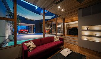 水盤のあるガレージコートハウス