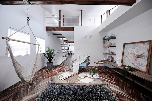 Beach Style Living Room by CURIOUS design workers 一級建築士事務所