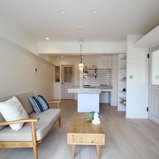 横浜の北欧スタイルのおしゃれなリビング (白い壁、グレーの床、淡色無垢フローリング) の写真