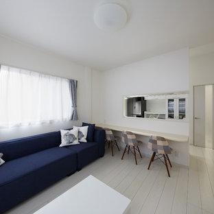 大阪のモダンスタイルのおしゃれなリビングロフト (ミュージックルーム、白い壁、塗装フローリング、白い床) の写真