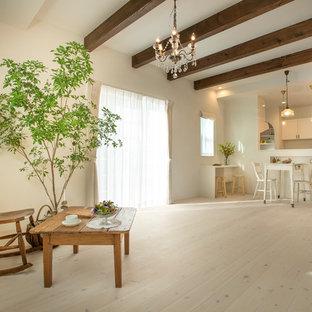 名古屋のアジアンスタイルのおしゃれなリビング (白い壁、塗装フローリング、白い床) の写真