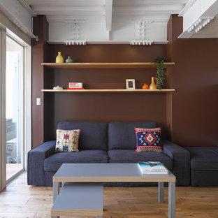 横浜のアジアンスタイルのおしゃれな独立型リビング (フォーマル、ベージュの壁、無垢フローリング、壁掛け型テレビ、ベージュの床) の写真