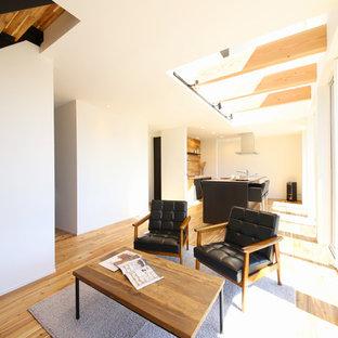東京23区のモダンスタイルのおしゃれなキッチン (アンダーカウンターシンク、インセット扉のキャビネット、濃色木目調キャビネット、シルバーの調理設備の、無垢フローリング、茶色い床、ベージュのキッチンカウンター) の写真