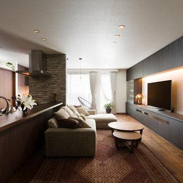 素材の特徴を活かした完全分離型二世帯住宅