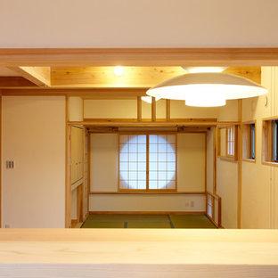 日本 東京23区の和風のLDKの写真 (白い壁、淡色無垢フローリング)