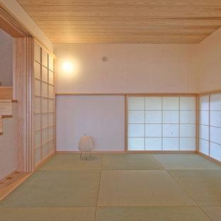 Modern inredning av ett vardagsrum, med tatamigolv