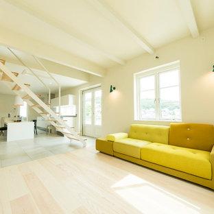 福岡の北欧スタイルのおしゃれなLDK (白い壁、淡色無垢フローリング、ベージュの床) の写真