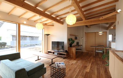 Houzz Tour: In Japan, a U-Shaped House Made With Natural Materials